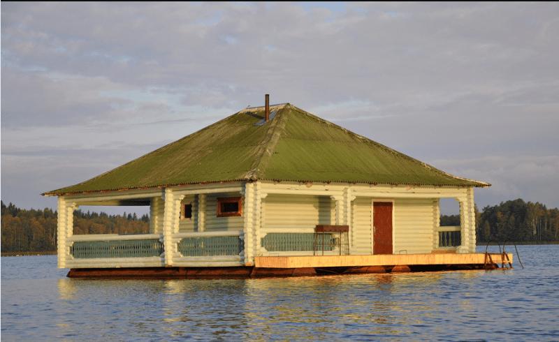 Уединенный ресторан на воде